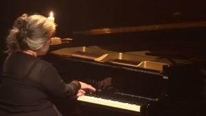 La musique a seule le pouvoir d'évoquer à son gré (...) le monde (...) qui travaille secrètement à la poésie mystérieuse des nuits